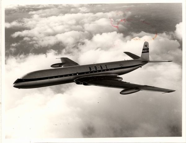 de havilland comet in flight