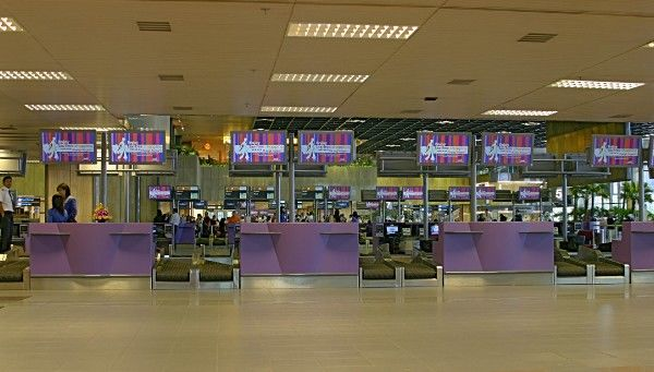 Check-in desks in terminal 1 at Changi