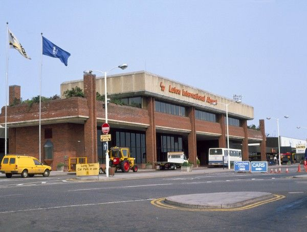 Luton airport 1980's (c) Flight The Flight Collection