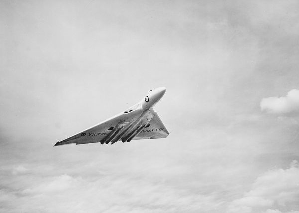 Avro, 698, Vulcan, Prototype, VX770, SBAC, 1952, 1950s, military, bomber, historical, RAF, airforce, UK, action, g-a, 3/4, front, Farnborough, airshow