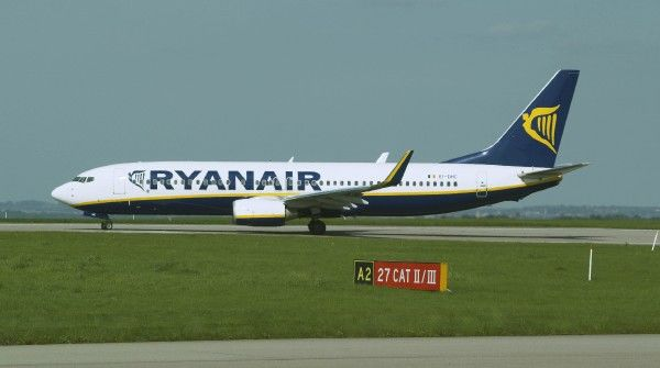 Ryanair 737-800 EI-DHC about to take off from EMA