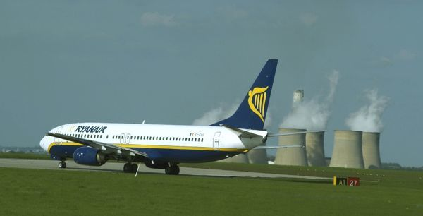 Boeing 737 Ryanair at East Midlands Airport