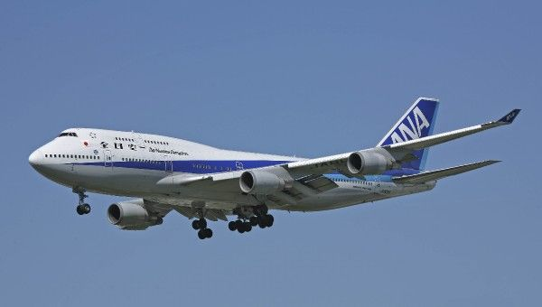 Boeing 747-400 ANA. Boeing 747-400 on finals to Rwy 27R at LHR