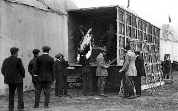 Claude Grahame-White (with hammer) actively assisting the unpacking of his monoplane, prior to the 1910 Bournemouth Meeting. (Pub 26Nov10)