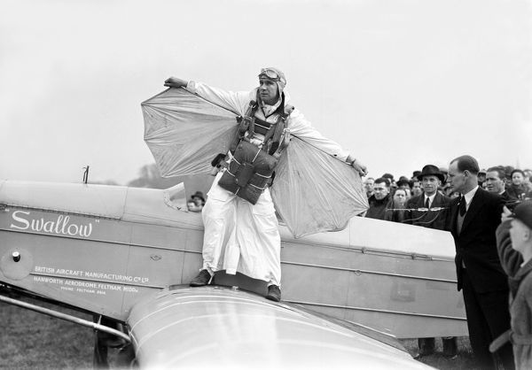 Clem Sohn, Parachute, Demonstration, Hanworth, 1930s, 1936, historical, man, male, parachutist, wings, amusing, funny, crowd, UK
