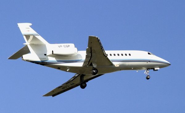 Falcon 900EX on tak-off from BHX