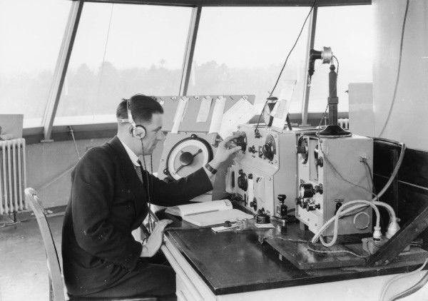 Gatwick control tower 1937