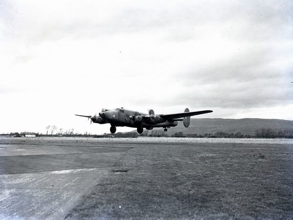 hakleton 2 RAF taking off, 1958.