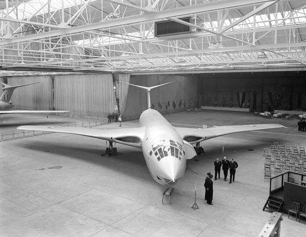 Handley Page, HP, Victor, RAF, UK, Radlett, 1956, 1950s, Bomber, UK, Ground, Head On, Historical, Military, Hanger, Interior