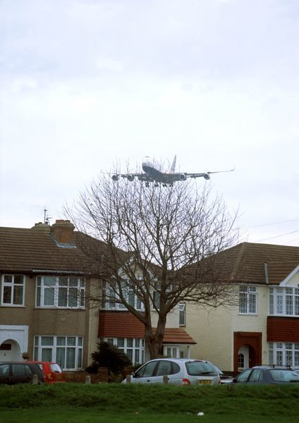 loasby 747 4 over houses cars roofs low flying lhr