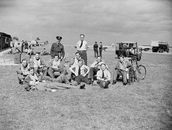 Military Crew. 615 Sqn crew Biggin Hill 1952