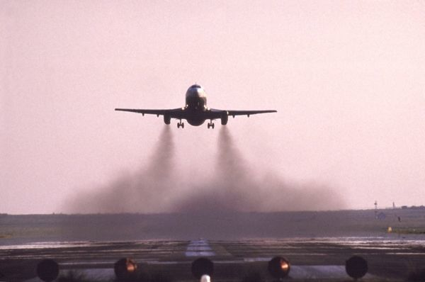 Pollution from older airliner Boeing 737