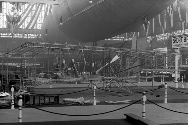 The Short No.1 was displayed at the 1909 Olympia Aero Show whilst still under construction. Twin rudders were fitted on rear extensions between the wing-tips on each side, elevator control being by means of biplane surfaces in front