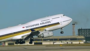 modern aircraft/boeing 747 400 singapore airlines