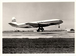 De Havilland Comet on take off